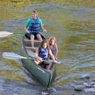 mom and two daughters enjoying their canoe trip Indian Head Canoeing Rafting Kayaking Tubing Delaware River